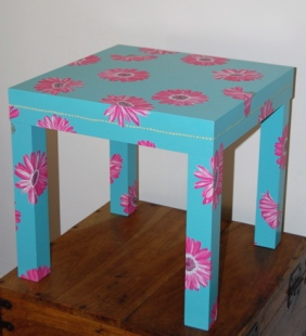 Gerber Daisy Table
